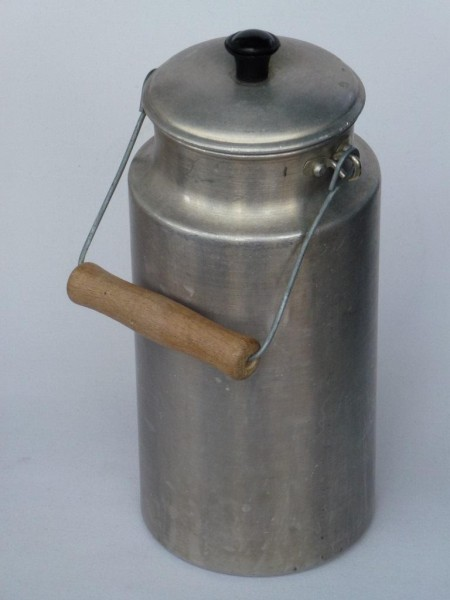2 Liter gebrauchte alte Milchkanne aus Aluminium