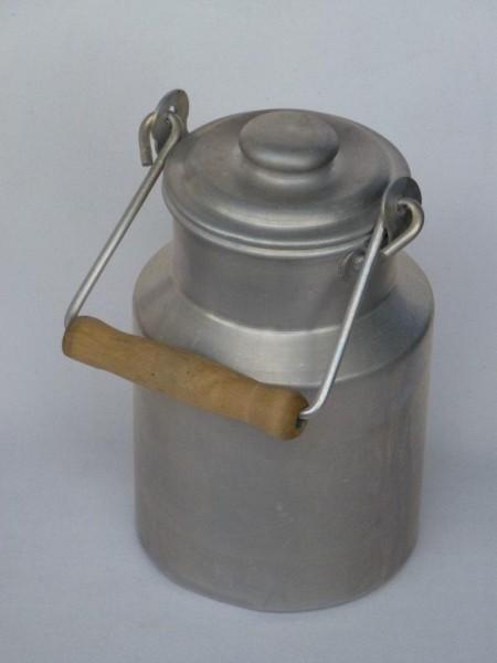 alte gebrauchte Milchkanne 0,5 Liter aus Aluminium