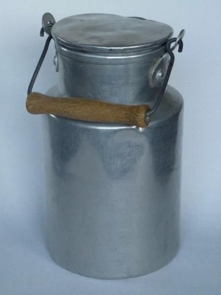 1 Liter Aluminium Milchkanne alt gebraucht
