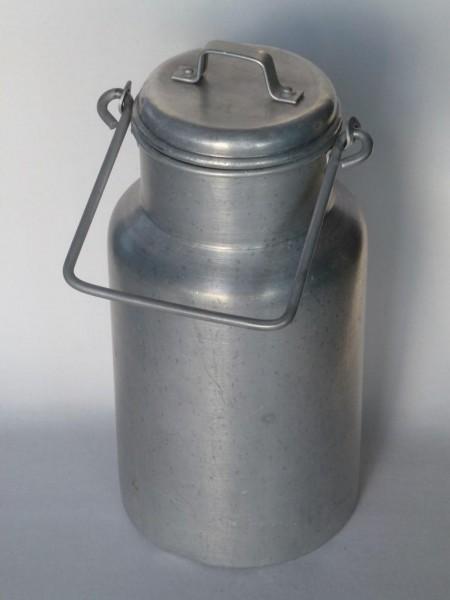 2 Liter alte gebrauchte Milchkanne aus Aluminium
