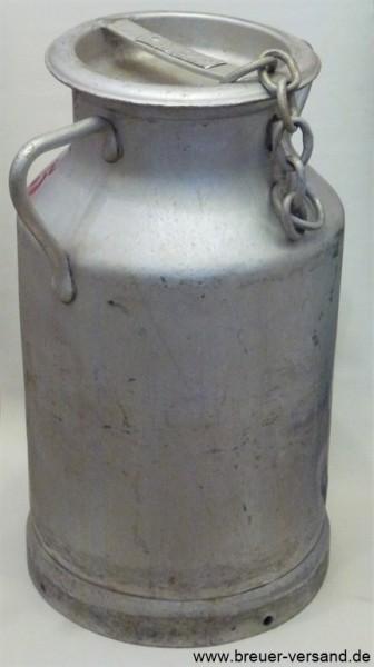 Alte 20 Liter Aluminium Milchkanne. Der Deckel der Kanne ist mit einer Kette gesichert, damit dieser nicht  verloren geht.