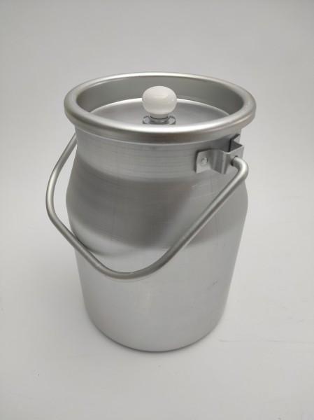 Extrem leichte 5 Liter Aluminium Milchkanne. Die Kanne wird mit Deckel und weißem Knopf geliefert