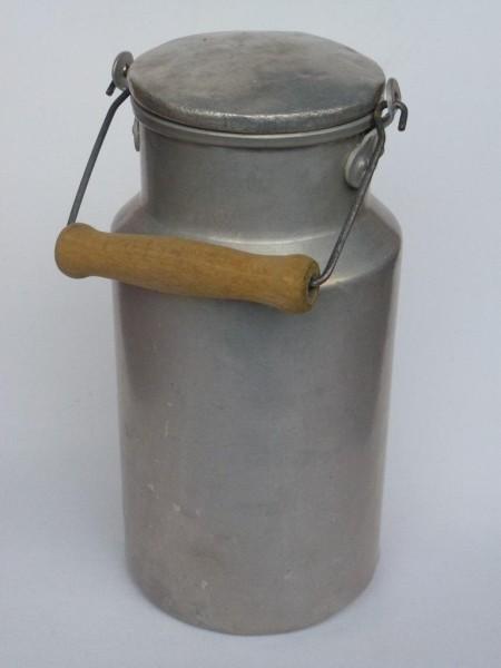 2 Liter alte gebrauchte Milchkanne