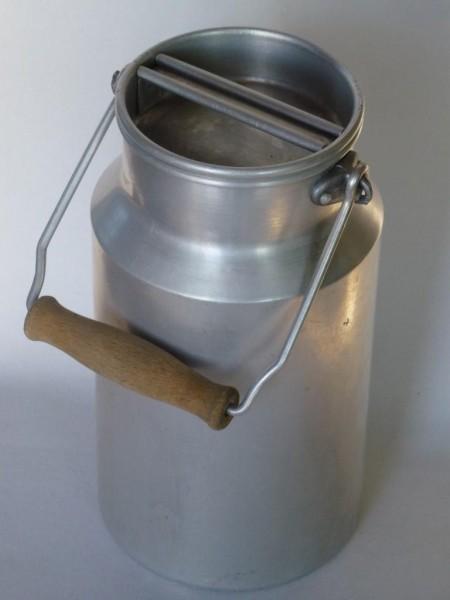 1,5 Liter Aluminium Milchkanne alt gebraucht