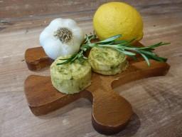 Rosmarin-Zitronen-Butter-mit-Knoblauch