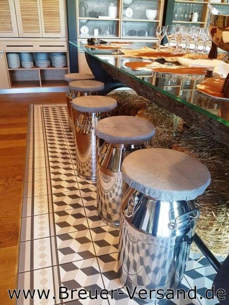 Projektbeispiel Sitzkanne Barhocker Milchkanne