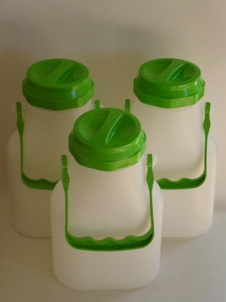 2 Liter ovale Milchkannen- 3 Stueck- auslaufgeschuetzt